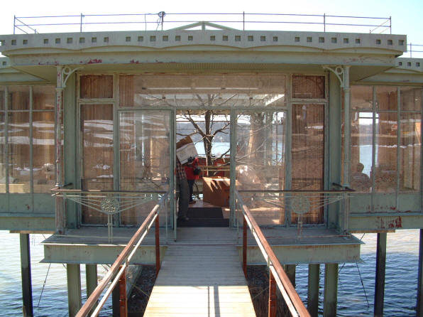 The-Lake-House-glass-house-entrance